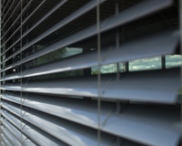 Facade blinds